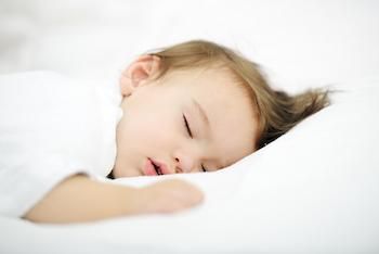 Wann kann ein Kind durchschlafen und kann es das lernen?
